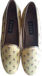 Zalo Golden yellow with red roses Flats