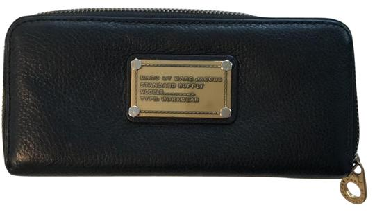 Preload https://item5.tradesy.com/images/marc-by-marc-jacobs-black-leather-zip-around-wallet-22686589-0-1.jpg?width=440&height=440