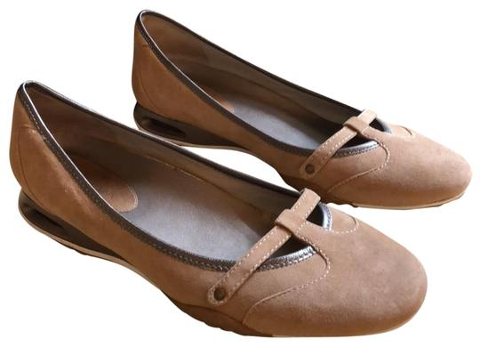 Preload https://item2.tradesy.com/images/cole-haan-taupe-suede-flats-size-us-8-regular-m-b-22686686-0-1.jpg?width=440&height=440