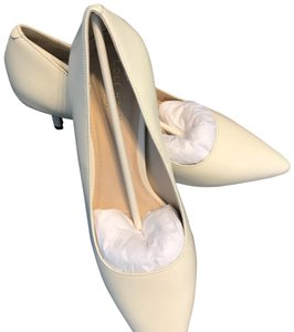 Cole Haan ivory/white Pumps