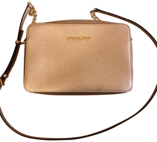 Preload https://item2.tradesy.com/images/michael-michael-kors-pale-gold-leather-cross-body-bag-22687151-0-1.jpg?width=440&height=440