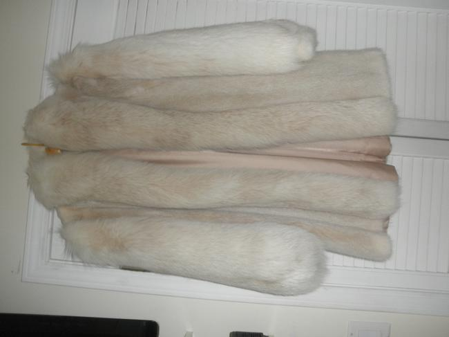 Preload https://img-static.tradesy.com/item/22687292/blush-mink-and-hat-fur-coat-size-6-s-0-0-650-650.jpg