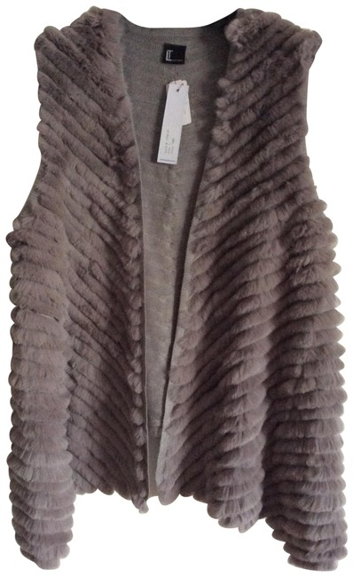 Preload https://img-static.tradesy.com/item/22687737/love-token-grey-color-fur-vest-size-14-l-0-1-650-650.jpg