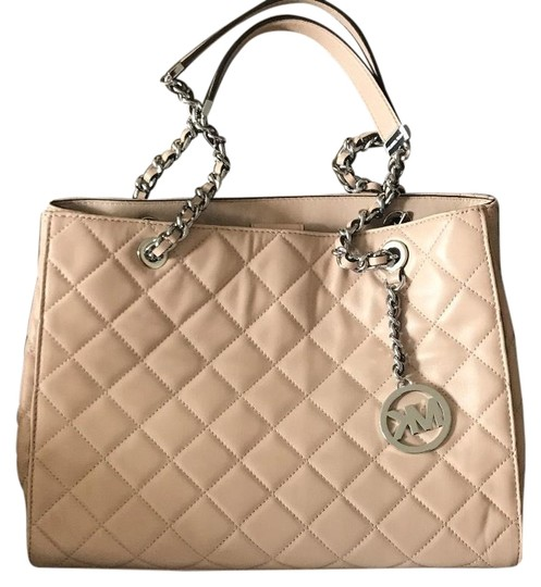 Preload https://item2.tradesy.com/images/michael-kors-mk-quilted-nude-tote-22688006-0-1.jpg?width=440&height=440