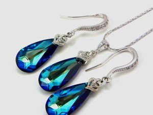 Blue Bermuda Necklace and Earrings Jewelry Set