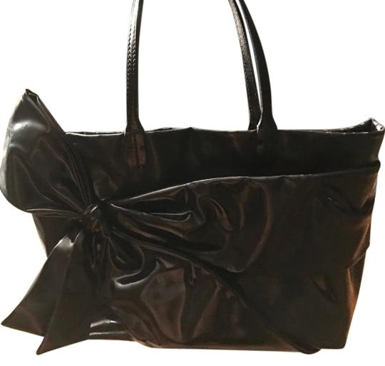 Preload https://item3.tradesy.com/images/valentino-bow-black-patent-leather-tote-22688692-0-1.jpg?width=440&height=440