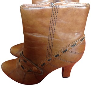 Bobbi Blu tan Boots