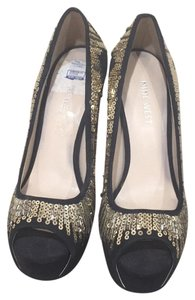 Nine West black with gold sequence Pumps
