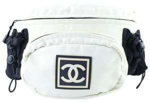 cc3f5af45aaa1 White Chanel Cross Body Bags - Up to 90% off at Tradesy