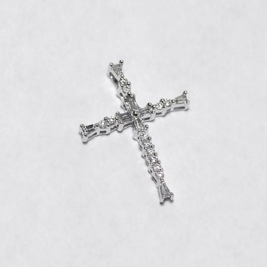 NY Collection Womens Small Diamond Religious Cross Pendant 14K White Gold 0.17 ct