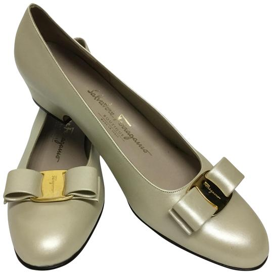 Preload https://img-static.tradesy.com/item/22697745/salvatore-ferragamo-oyster-pearlized-with-bow-pumps-size-us-10-narrow-aa-n-0-2-540-540.jpg