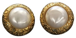 Chanel Chanel Gold Vintage Mother of Pearl Big Clip On Earrings