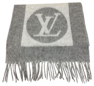 Louis Vuitton Louis Vuitton scarves wraps