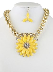 Rhinestone Crystal Accent Yellow Sunflower Chunky Gold Chain Fashion Necklace and Earring