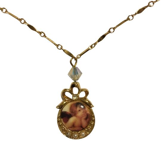 Preload https://img-static.tradesy.com/item/22703986/avon-goldtone-vintage-raphael-angel-necklace-0-3-540-540.jpg