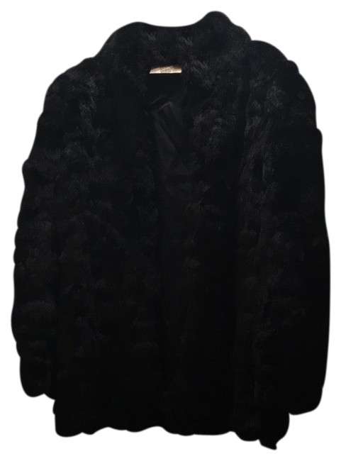 Preload https://img-static.tradesy.com/item/22704154/black-fur-coat-size-8-m-0-2-650-650.jpg