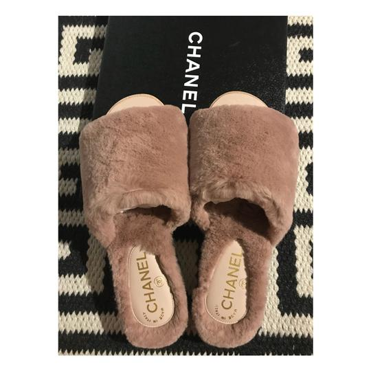 Preload https://img-static.tradesy.com/item/22704872/chanel-sandals-size-us-5-regular-m-b-0-0-540-540.jpg