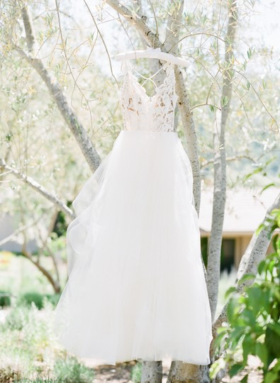 Hayley Paige Ivory Lace and Tulle Halo 1600 Modern Wedding Dress Size 0 (XS)