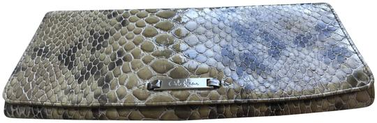 Preload https://img-static.tradesy.com/item/22705234/cole-haan-snake-print-beige-leather-clutch-0-1-540-540.jpg