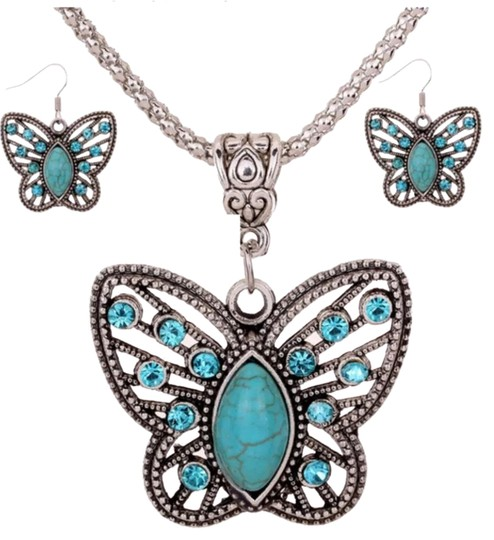 Preload https://img-static.tradesy.com/item/22705607/turquoise-coordinated-auger-and-necklace-set-earrings-0-1-540-540.jpg