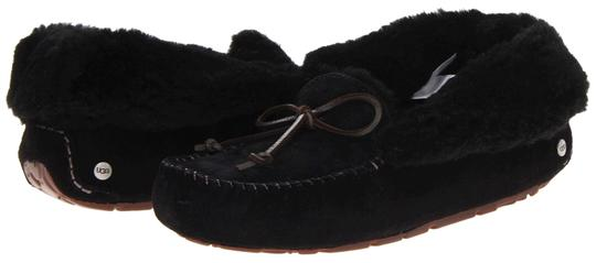 Preload https://img-static.tradesy.com/item/22706056/ugg-australia-black-women-s-alena-moccasin-slippers-1004806-bootsbooties-size-us-6-regular-m-b-0-1-540-540.jpg