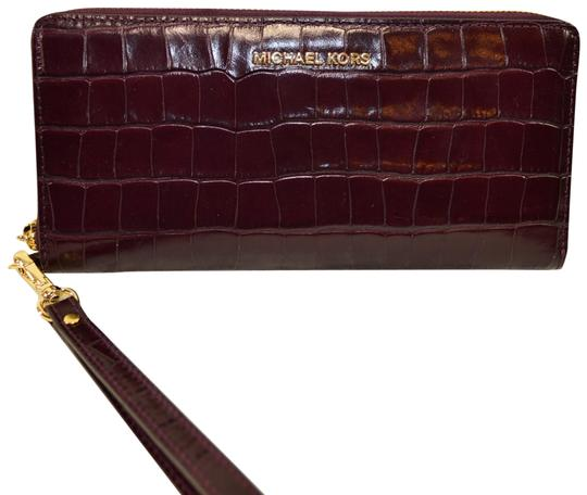 Preload https://img-static.tradesy.com/item/22706319/michael-kors-damson-money-pieces-croco-leather-zip-clutch-wristlet-wallet-0-1-540-540.jpg