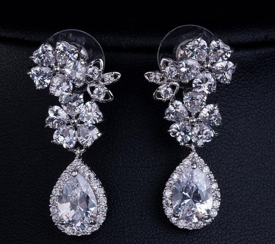 Preload https://item4.tradesy.com/images/clear-cubic-zirconia-teardrop-sparkly-white-crystal-dangle-bridesmaid-gift-earrings-2270633-0-0.jpg?width=440&height=440