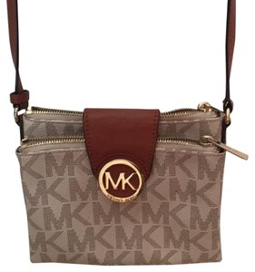 9ad895dcc41e Michael Kors Cross Body Bags - Up to 90% off at Tradesy