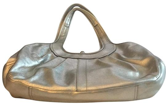 Preload https://img-static.tradesy.com/item/22706637/coach-with-middle-snap-silver-leather-hobo-bag-0-1-540-540.jpg