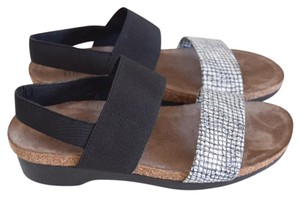 Munro American black/white Sandals