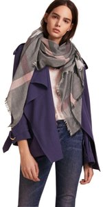 Burberry Burberry Relaxed Mega Check Scarf