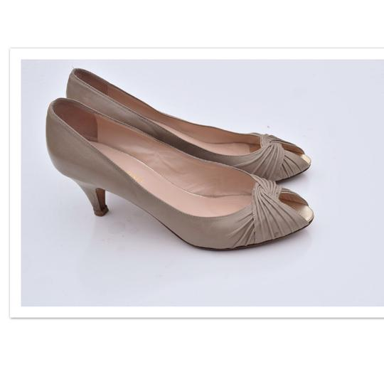 Preload https://img-static.tradesy.com/item/22722631/loeffler-randall-cream-light-gray-scalloped-peep-toe-pumps-size-us-10-regular-m-b-0-0-540-540.jpg
