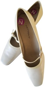 Trotters New Leather Patent Leather Non Slip Comfortable Off white Pumps
