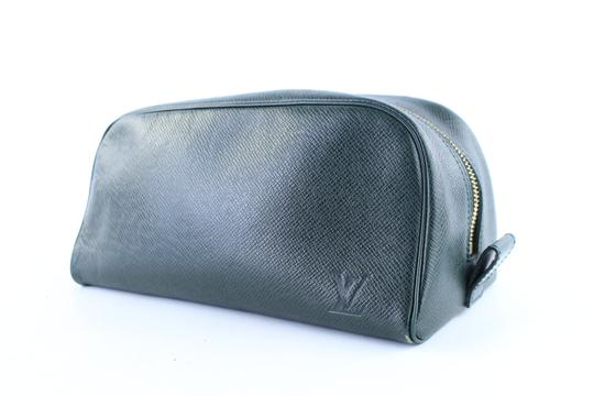 Preload https://img-static.tradesy.com/item/22729002/louis-vuitton-trousse-taiga-cosmetic-pouch-11lr0108-episea-green-leather-clutch-0-0-540-540.jpg