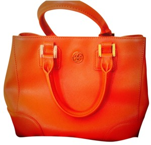 Tory Burch Tote in Wild berry #609