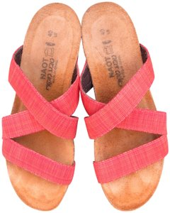 Naot Naomi Wedge Slip Ons Fabric Leather Size 40 Comfort Walking Red Sandals