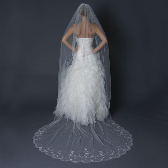 Item - Ivory Long Single Layer Cathedral Length Scalloped Cut Edge Bridal Veil