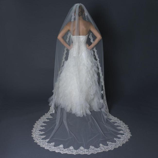 Item - Ivory Long Single Layer Cathedral Length Scalloped Edge Bridal Veil