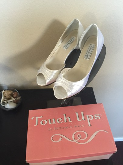 Touch Ups White Pumps