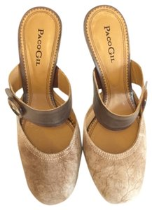 Paco Gil Tan Pumps