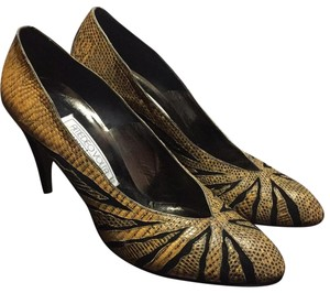 AMEDEO Yellow and black Pumps