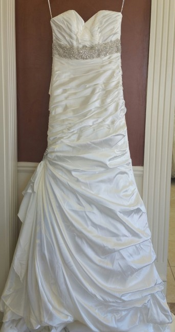 Item - Ivory Satin Adorae Modern Wedding Dress Size 8 (M)
