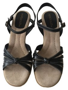 Aerosoles Black and Tan Sandals