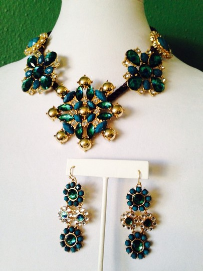Neiman Marcus 2-Piece Set NWOT Shades Of Blue Faceted Crystals On Rope Necklace & Earrings