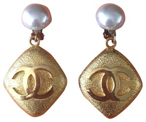 Chanel Vintage 1986 Extra Large White Gripoix Pearl C C RARE Earrings