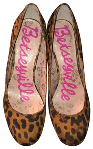 Betseyville by Betsey Johnson Pumps