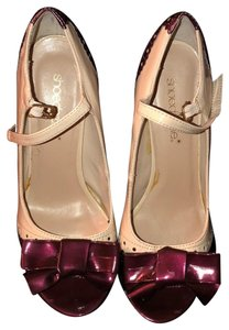 ShoeDazzle maroon and cream Pumps