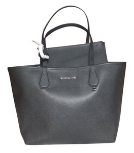Michael Kors Candy Reversible Includes Pouch Red Tote in black gray