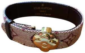 Louis Vuitton Pink voeux motif bracelet with gold hardware
