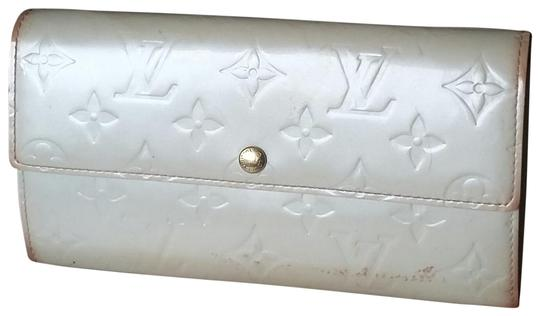 Preload https://img-static.tradesy.com/item/22753181/louis-vuitton-waterproof-scratch-resistant-vernis-cream-milk-pearl-white-sarah-clutch-purse-id-check-0-85-540-540.jpg